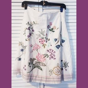 Talbots womens skirt Embroidered floral size 6